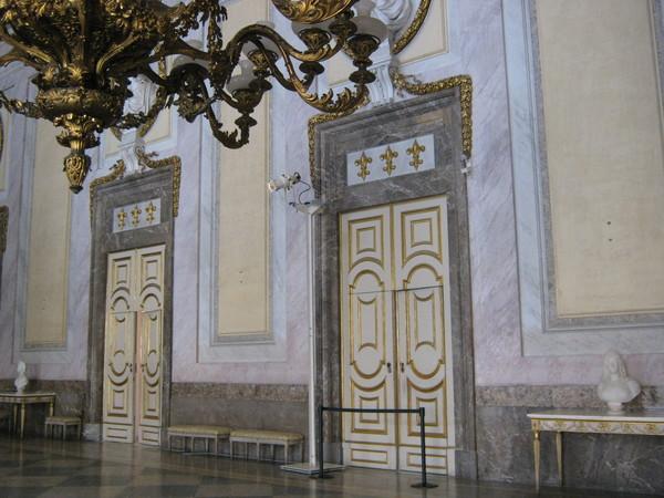 sala degli Alabardieri, Казерта–королевский дворец