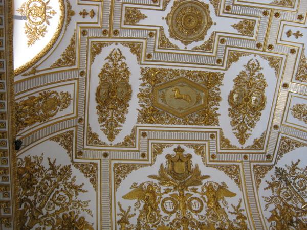 и опять тронный зал, лепка в золоте