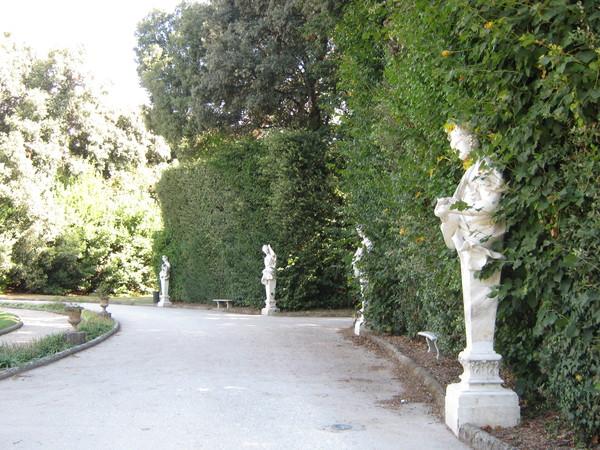 в парке Королевского дворца