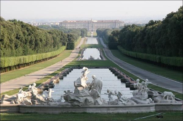 Вот он большой каскад фонтанов
