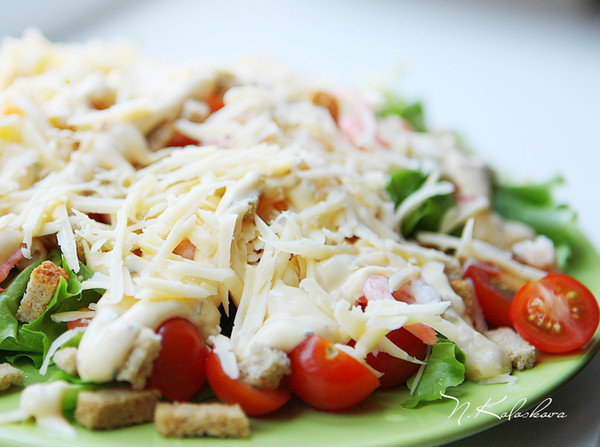 Салат цезарь креветки помидоры