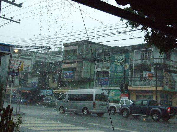дождь в Након Си Тамарате