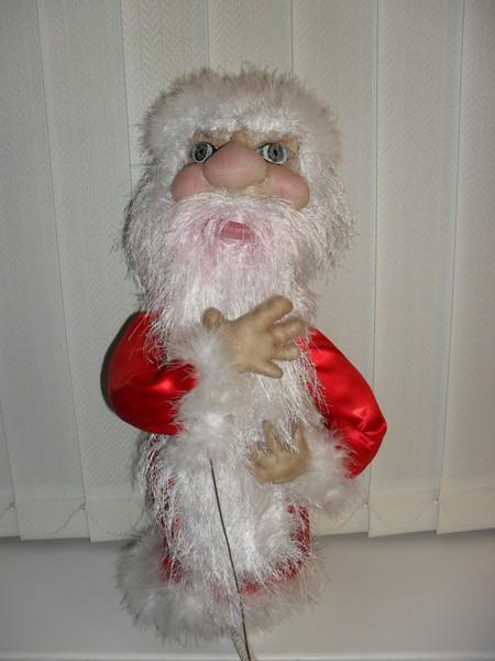 Первый рез делала куклу из колготок.  Нужно было сделать куклу на утренник малышам.  Получился уж очень серьезный и...