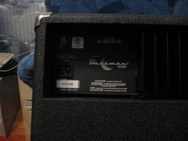 Fender Bassman 200.  1х 15 Eminence Fender Special, 1 x высокочастотный пьезоизлучатель Foster.  Made in Mexico на...