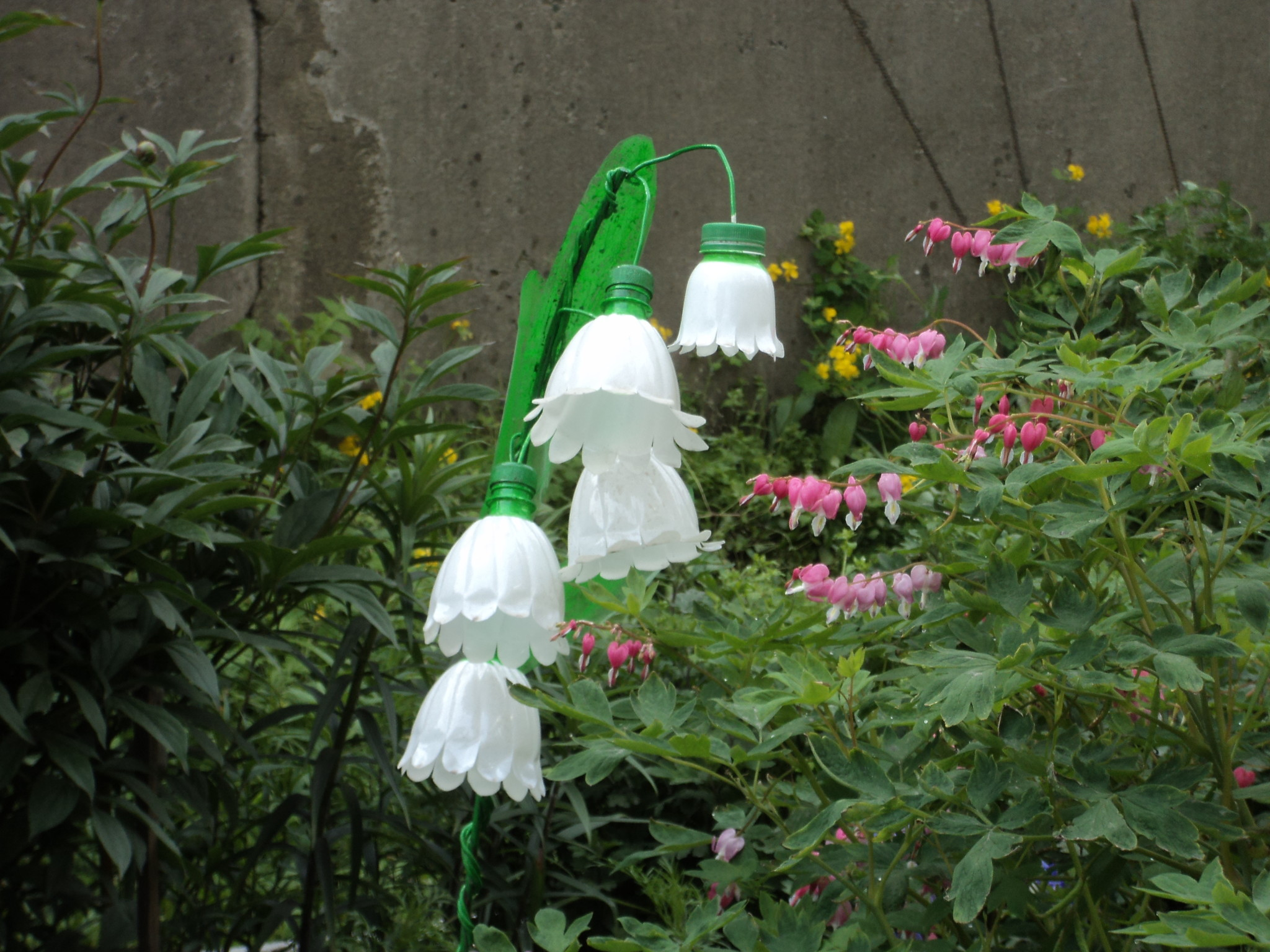 Колокольчики из пластиковых бутылок своими руками