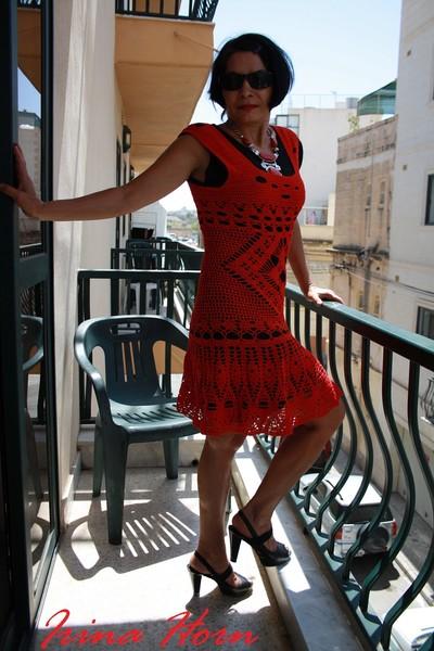 Настя дала погонять платье