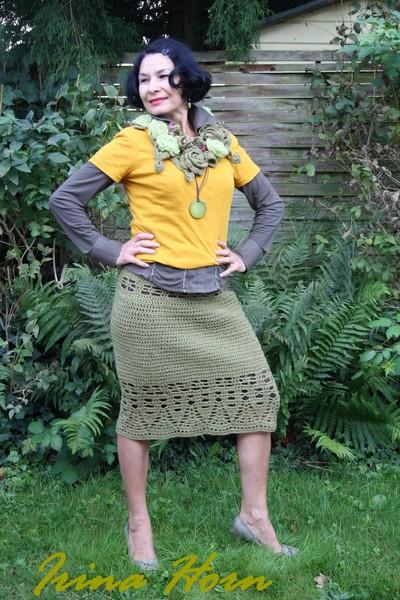 """юбка - к жакету """"Сезонный тренд""""такой цвет хорошо комбинируется с горчичным , как не странно с приглушенным оранжевым ."""