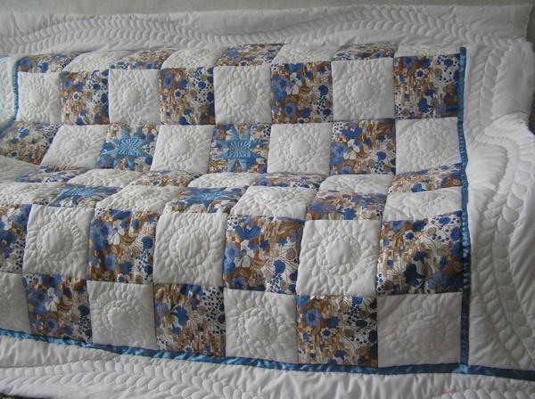"""Лоскутное - Одеяло """"Цветы на"""