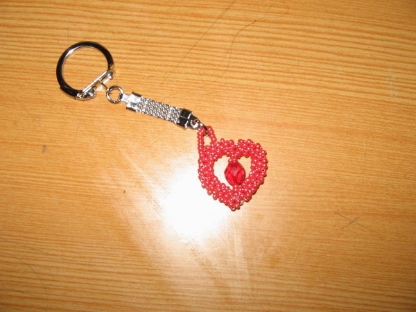 Вот такой брелок сделала для Любимого мужа к Валентинову дню.