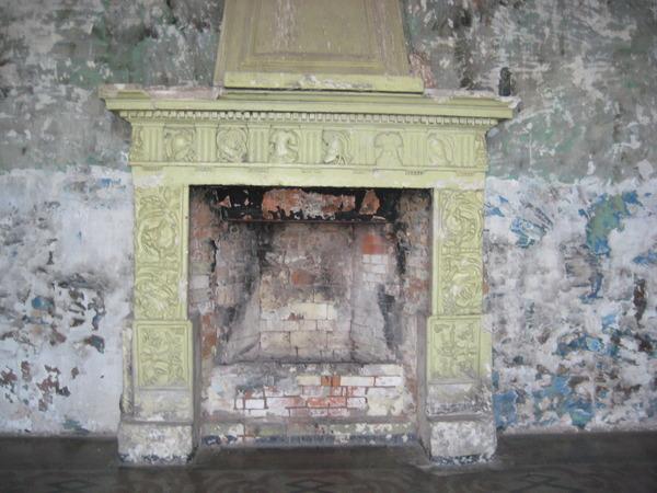 Облицовке этого камина более 2000 лет. Ее привезли из раскопок Помпеи. Замок Шереметевых