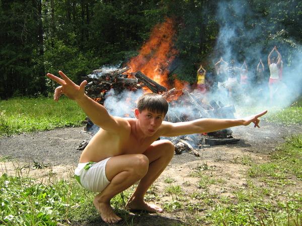 У огня