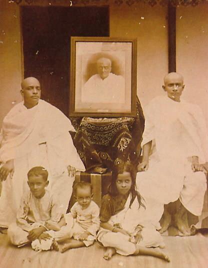 Шрила Прабхупада во время церемонии Шраддха по своему отцу