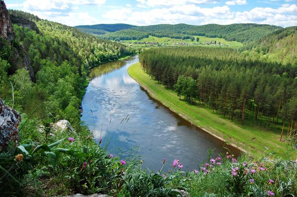 вид на реку Ай со смотровой площадки