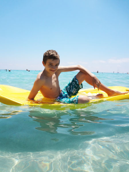 показать мальчиков где они голые картинках и на пляже