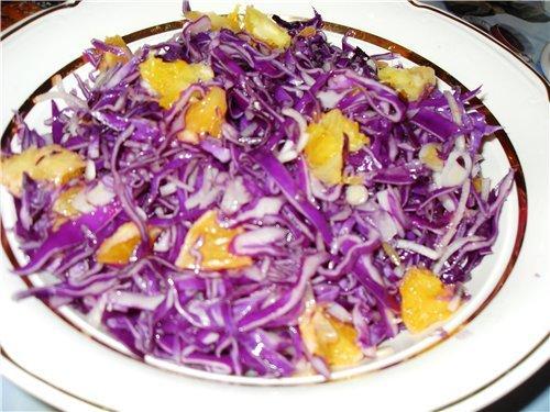Салат из краснокочанной капусты с апельсинами краснокочанная капуста половина вилка один апельсин 1... - 2.
