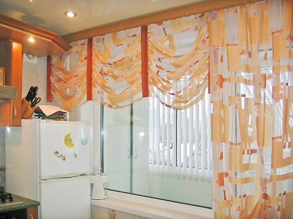 Дизайн штор окна на кухне фото