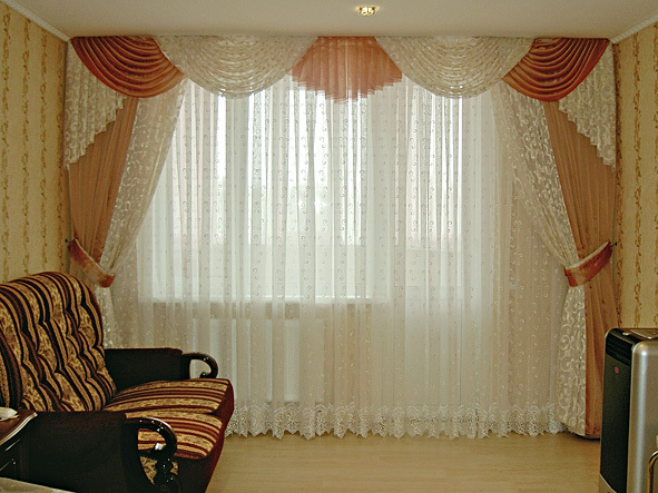 Фото Шторы в гостиную со свагами