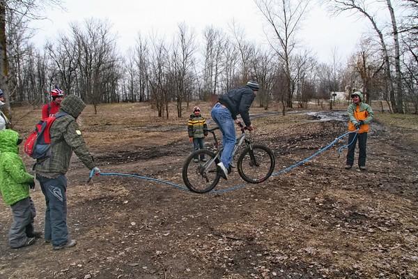 Ростов в грязь, а  Мурманск в метель провели веломасленницу I-3018